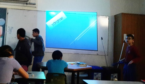 The children explained the class the uniqueness of the product