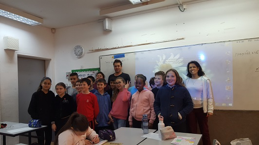 Fifth-graders meet with an entrepreneur Eyal Dessau
