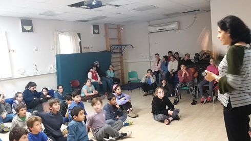 Galit Zamler as a guest entrepreneur and lectured before the 5th graders