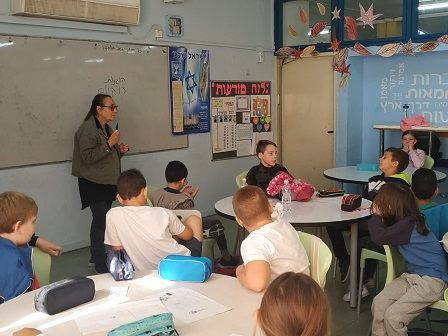 Anat Farkash as a guest entrepreneur at school