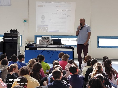 Meir Drilling at a lecture to school students
