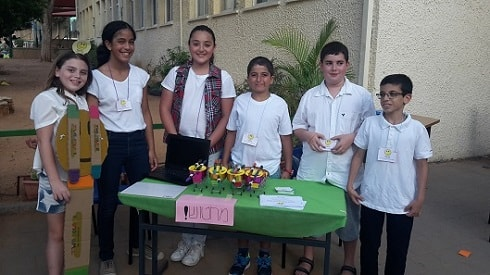 the students prepared several units of the product and presented them to the participants at the convention