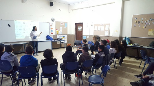 Galit Zamler in a lecture to students in elementary school on critical thinking and peer pressure