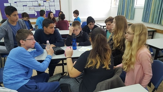 The young students participate in an entrepreneurial Hackathon and plan the project