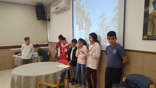 The children present their idea of the project