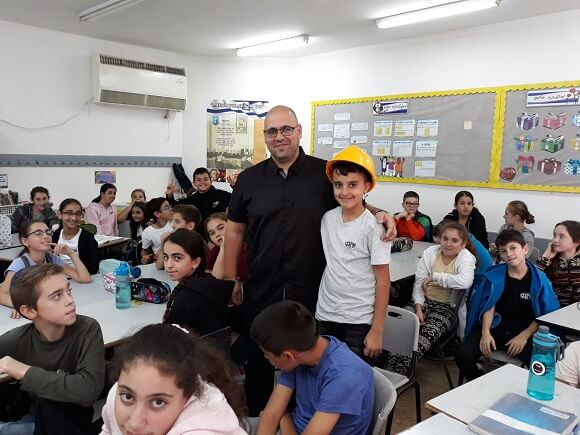 Shimon Abutbul guest entrepreneur at HaYovel School