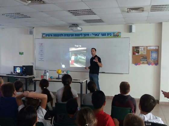 Yair Greenberg in a lecture on the Israeli spacecraft project