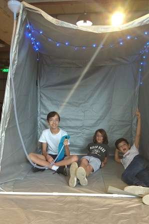 A social project of children from Hong Kong - a tent that is home to homeless people