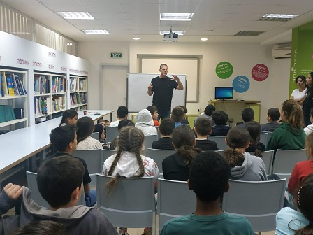 Yaniv Orbach at a lecture to children at school